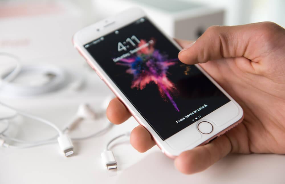 Aktualne oprogramowanie i odpowiednie użytkowanie baterii, czyli podstawowe czynniki wpływające na żywotność iPhone
