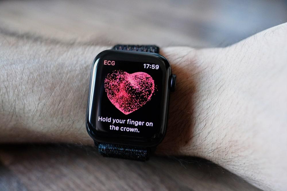 EKG i powiadomienia o arytmii serca na Apple Watchu juz dostepne w Polsce
