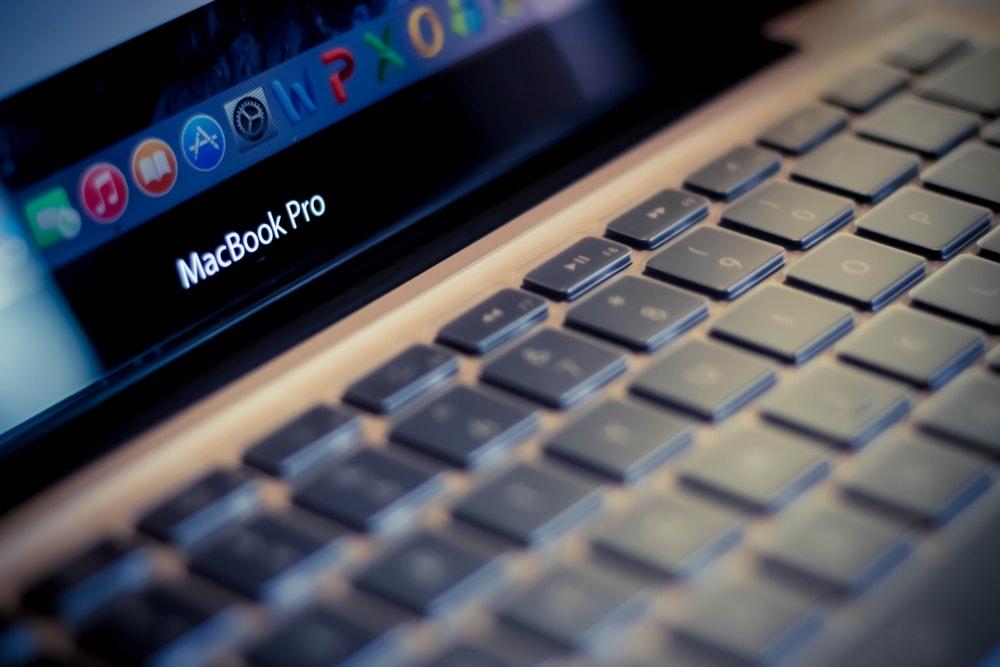 Apple zaczyna sluchac swoich klientow, czyli porownanie MacBook'a Pro 16 i 15