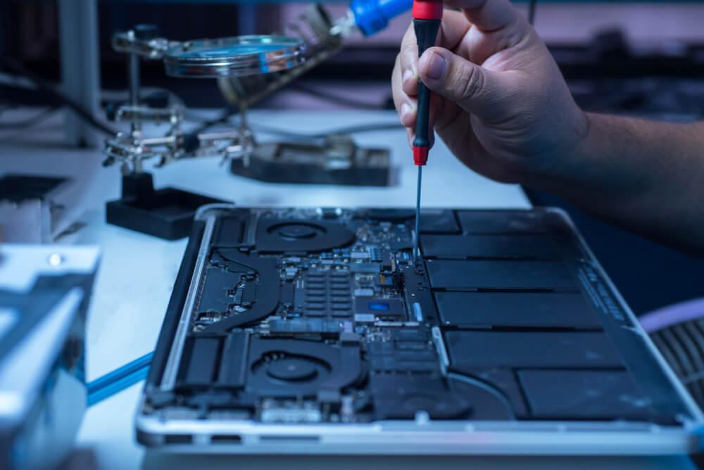 Naprawa zalanego MacBooka
