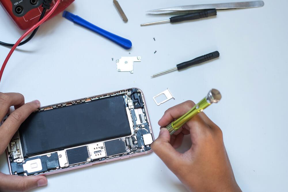 naprawa płyty głównej w iPhonie